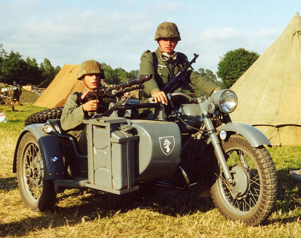 http://dragoncollector.free.fr/img/Galerie%20Photos/MILITARIA/85th.side-car%201024.jpg
